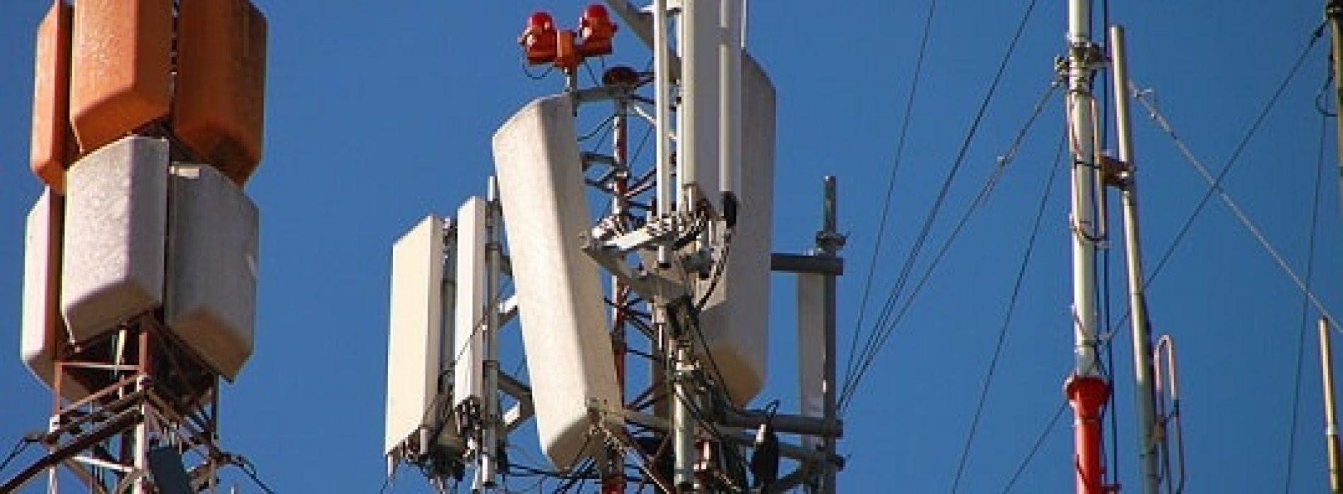 Hvilken strålingsrisiko er det fra mobiltelefoner, trådløse rutere og basestasjoner?