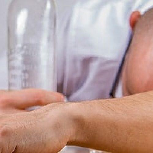 Alkoholforgiftning – Hvordan kan du hjelpe?