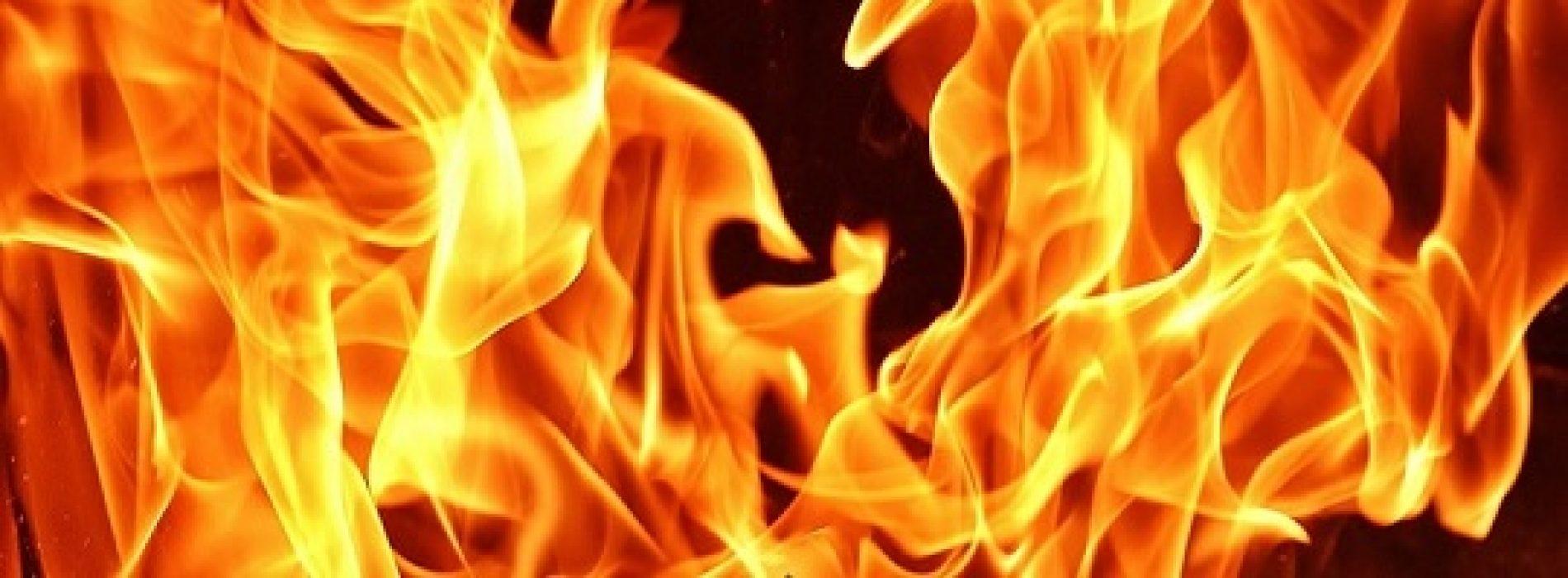 Hva kan du slukke med et brannteppe?